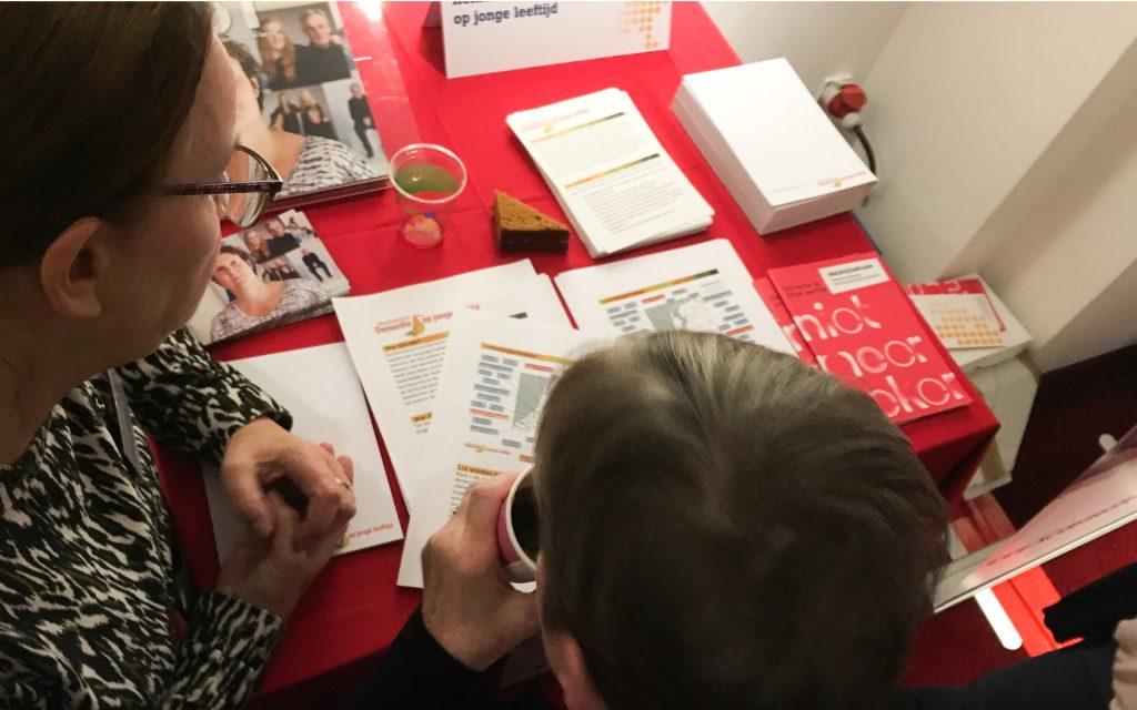 Maandag 13 november mochten we met MIST aansluiten bij de stand van het kenniscentrum Dementie op jonge leeftijd op het Jaarevent Deltaplan Dementie in Utrecht.