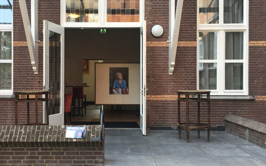 Foto-expositie MIST in de tuinkamer van de Kruisherenkapel is druk bezocht.